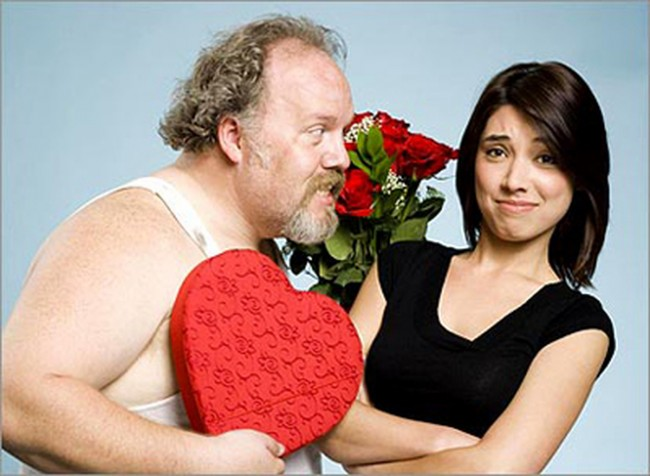 Мужчина и молодая женщина фото