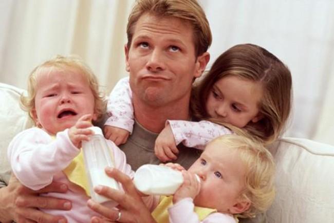 Мужчина с детьми