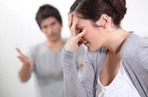 Жена расстроена от поведения мужа