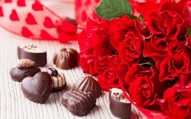 Букет роз и конфеты