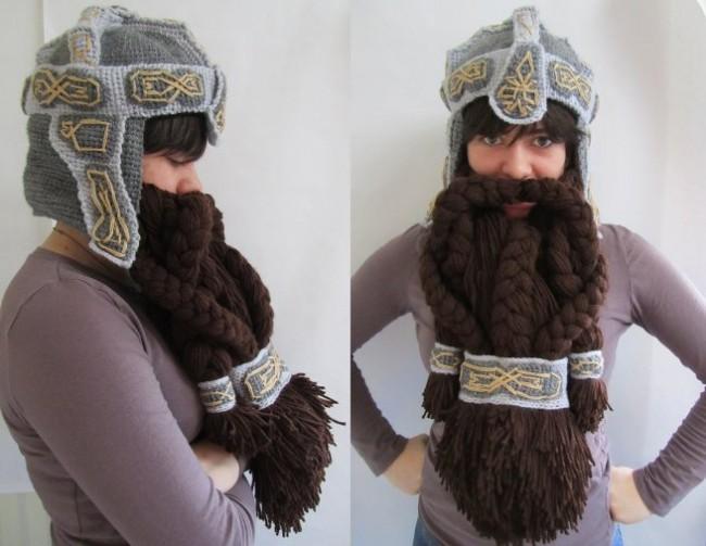 Девушка в шапке с бородой