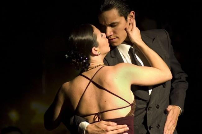 Пара в латинском танце