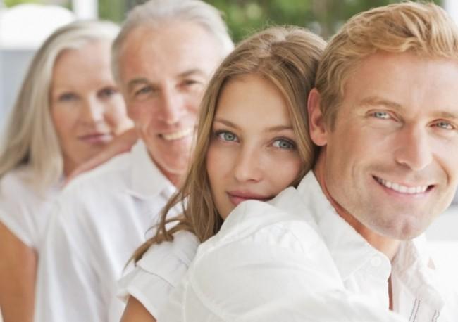 Молодая пара и родители