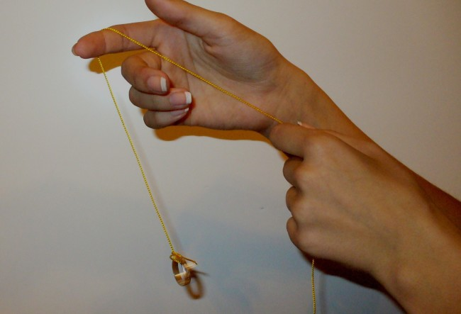 Кольцо на нитке