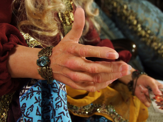 руки колдуньи